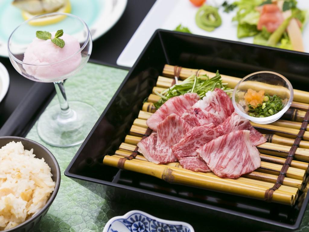 湯豆腐と佐賀牛しゃぶ懐石料理