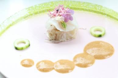 きじハタ 皮の湯引き エディフルフラワー 湯葉寄せ 山葵醤油のエスプーマ