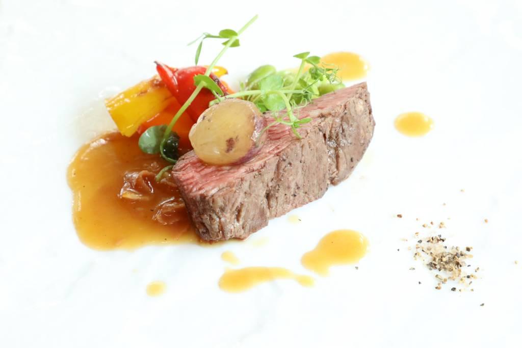 ブラックアンガス牛のロティ ~生ハム、本日の野菜~