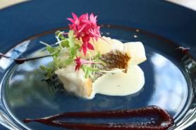 本日の鮮魚のソテー ~林檎、vin blanc、ビーツ~