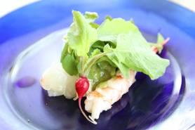 季節鮮魚と湯葉のカルパッチョ~バジルのヴィネグレット、海藻、クレソン~